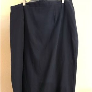 Sag Harbor Woman Navy Blue Skirt. Sz 20